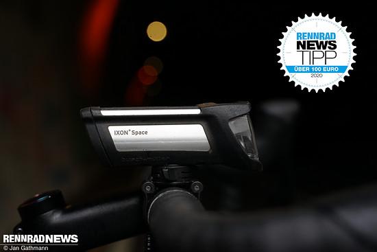 Der b+m Ixon Space punktet mit sehr guter Lichtleistung, guter Bedienung und sehr guter Leuchtauer in der Preisklasse über 100 €.