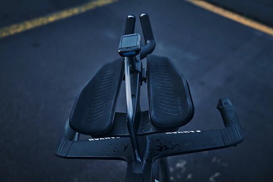 """Das """"Pro Armrest Upgrade Kit"""" kostet 299,- Euro Aufpreis. Es basiert auf einer Prototypen-Lösung, die in dieser Form von Jan Frodeno 2019 eingesetzt wurde."""