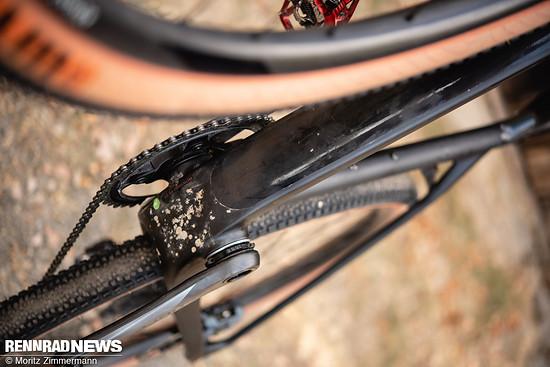 Am Unterrohr gibt es einen leidlichen Schlagschutz – zusätzliche Bikepacking-Gewinde-Nieten sind nicht vorhanden