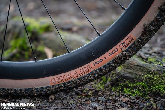 Das Atlas kommt bereits mit komfortablen 45 mm breiten Reifen in 700 c