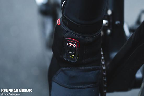 Die Anzeige mit Power-Button gibt Auskunft darüber, welche Heizstufe eingestellt ist und wieviel Akku noch verbleibt.