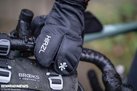 """Diese sogenannte """"Hummer"""" Handschuh-Form ist ein Vorteil bei großer Kälte"""
