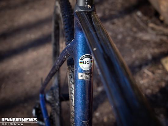 Das UCI Siegel bescheinigt dem TCX Advanced Pro-Rahmen die Rennzulassung
