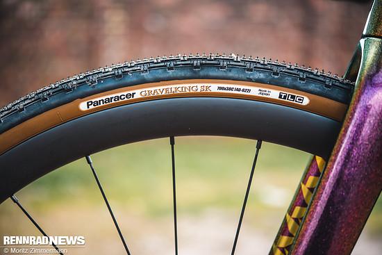 Die Panaracer Gravelking SK-Reifen rollen auf allen Untergründen sehr zügig.