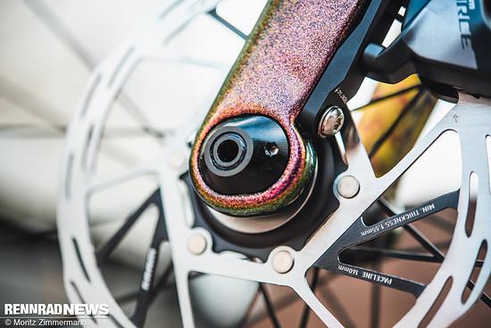 Am Vorderrad kann man den Nachlauf der Gabel um 5 mm anpassen