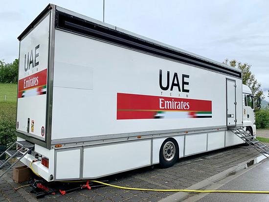 "Team UAE Emirates im Hotel "" Modern Times "" in Vevey."