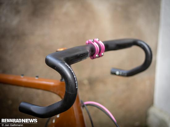 Der neue SQlab 312 R Rennrad-Lenker setzt auf flächige Auflagen mit abgerundeten Ecken