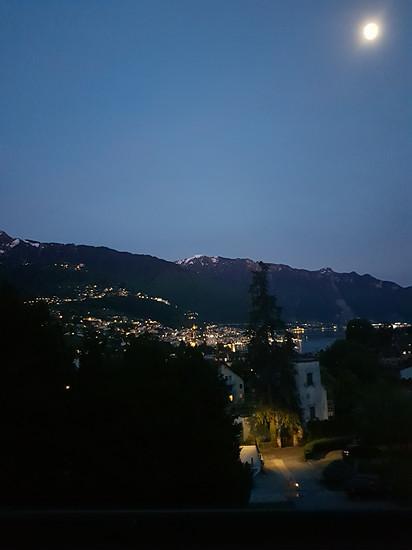 Montreux bei Nacht.