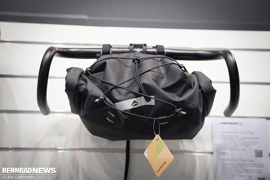 Die Handle Bar Bag mit 17,4 Liter Volumen und Rollverschluss.
