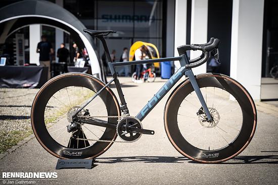PiRope präsentrierte seinen neusten Rennrad-Laufradsatz mit Textilspeichen und 78 mm hohen Carbonfelgen von Duke