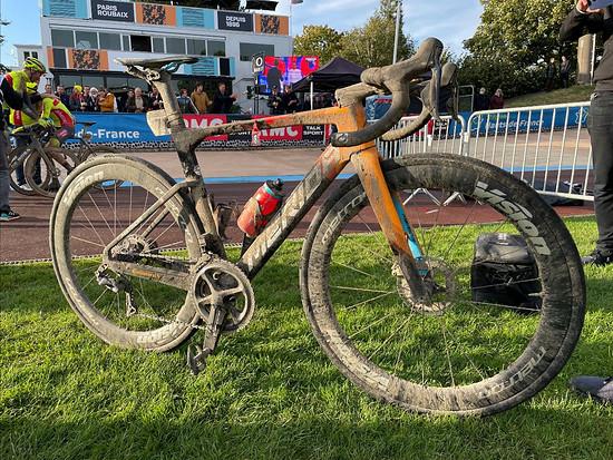 Gestern gewann Sonny Colbrelli auf einem Merida Reacto mit dem neuen Reifen Paris-Roubaix