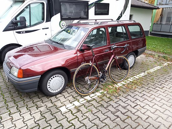Gleiches Lackkleid - Opel Kadett Club 1991 und Rose Pro SL Carbon aus 2011