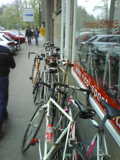 Die Räder vor Ricci Sports