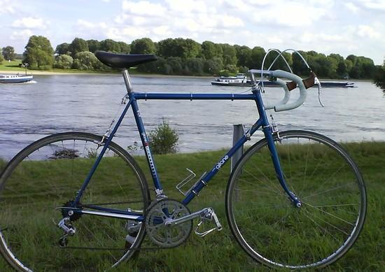 Gitane am Rhein